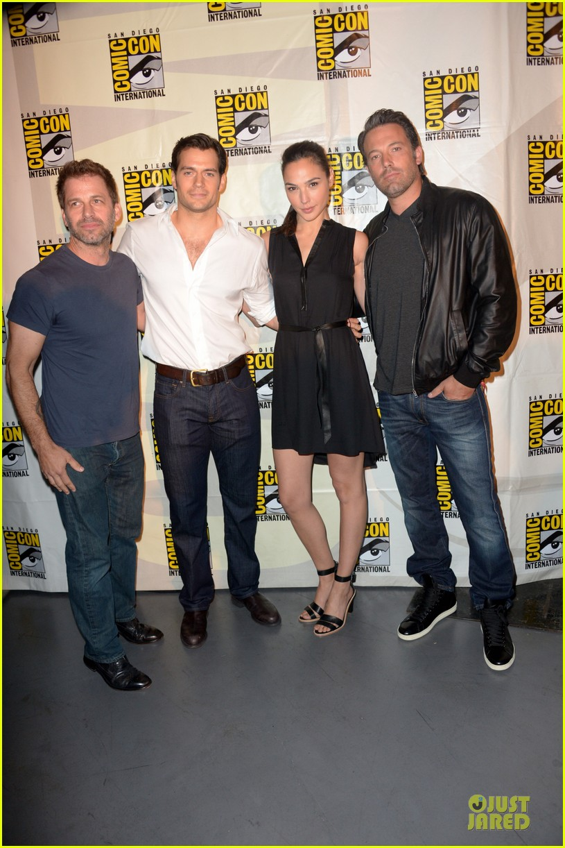 henry cavill ben affleck surprise comic con appearance 01