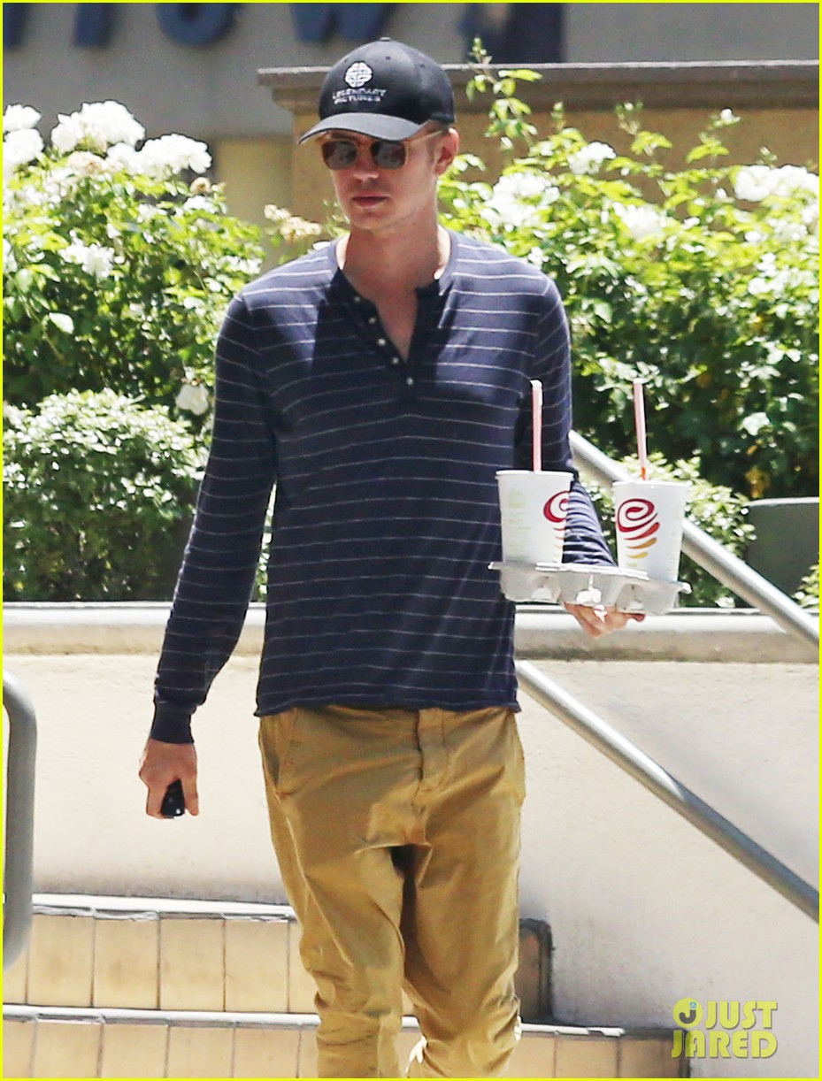 hayden christensen drops by jamba juice smoothies for two 073153297