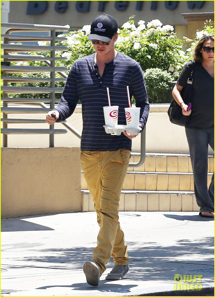 hayden christensen drops by jamba juice smoothies for two 10