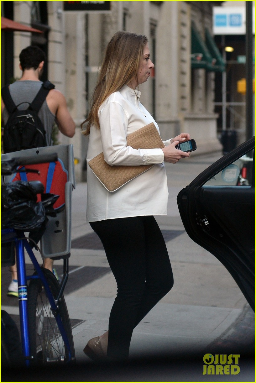 chelsea clinton displays her growing baby bump 11