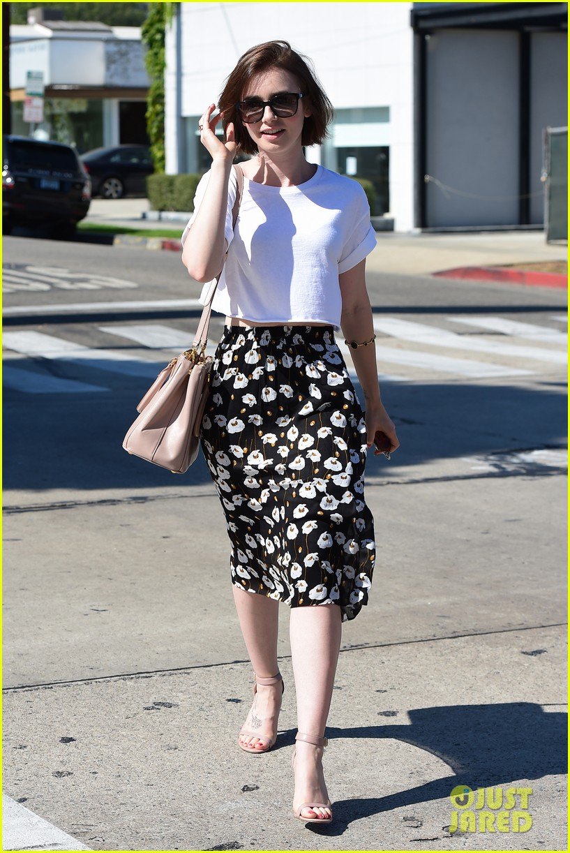 lily collins salon stop before holiday 043149238