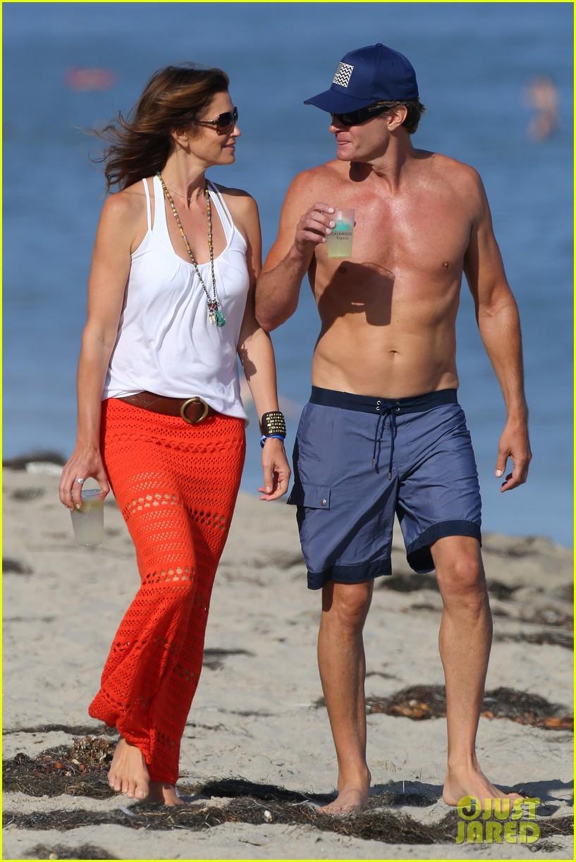 cindy crawford rande gerber beach walk malibu 04