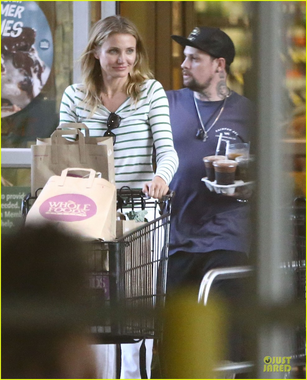 cameron diaz benji madden sparks fly at the beach 05