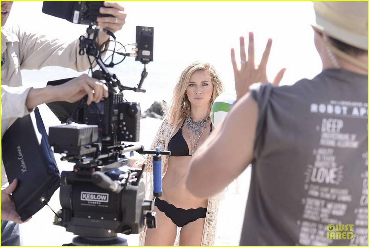 hilary duff flaunts bikini body in chasing the sun video 03