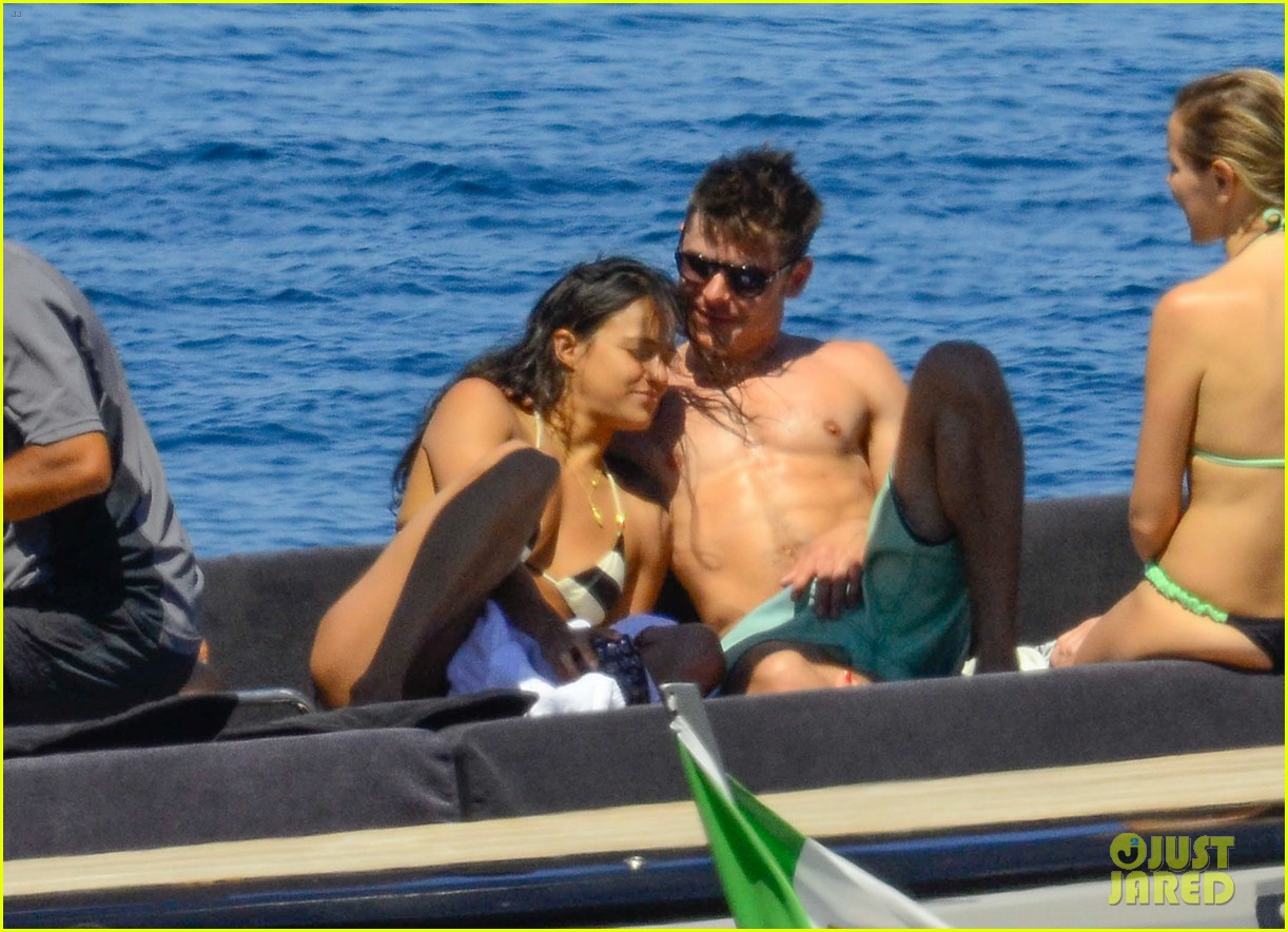 zac efron michelle rodriguez kissing photos 07