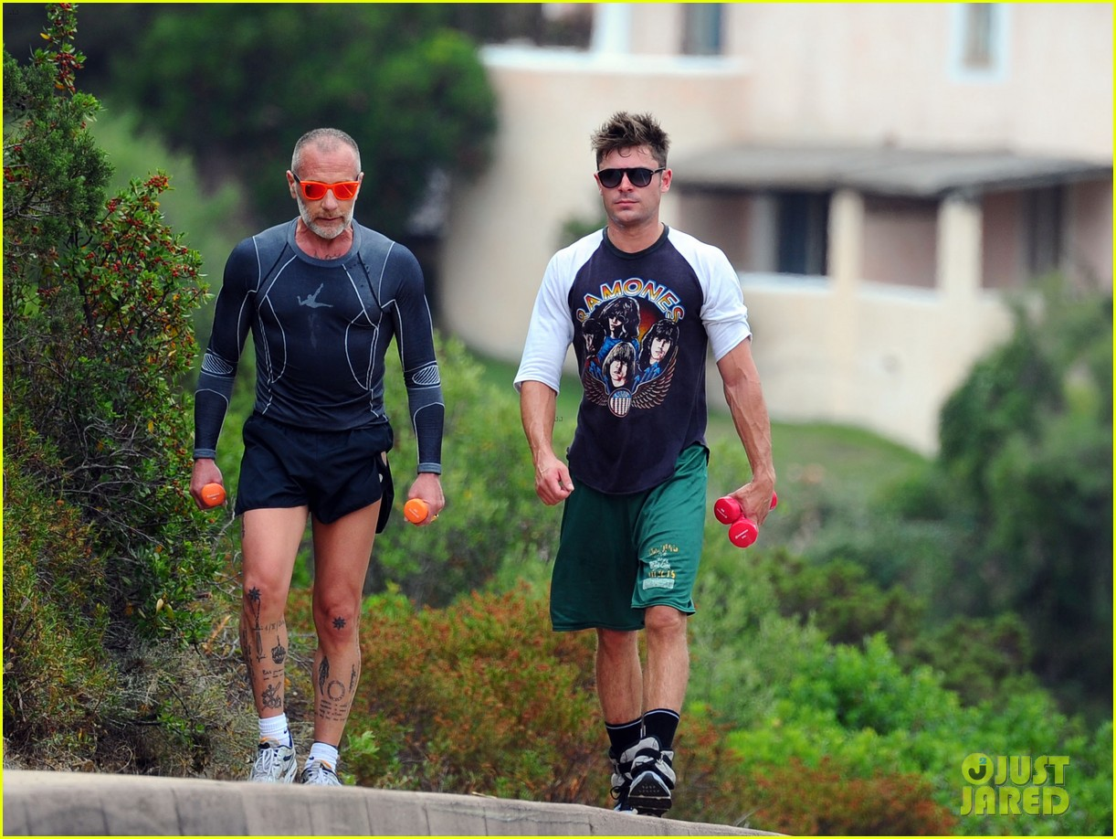 zac efron works on his fitness with gianluca vacchi 01