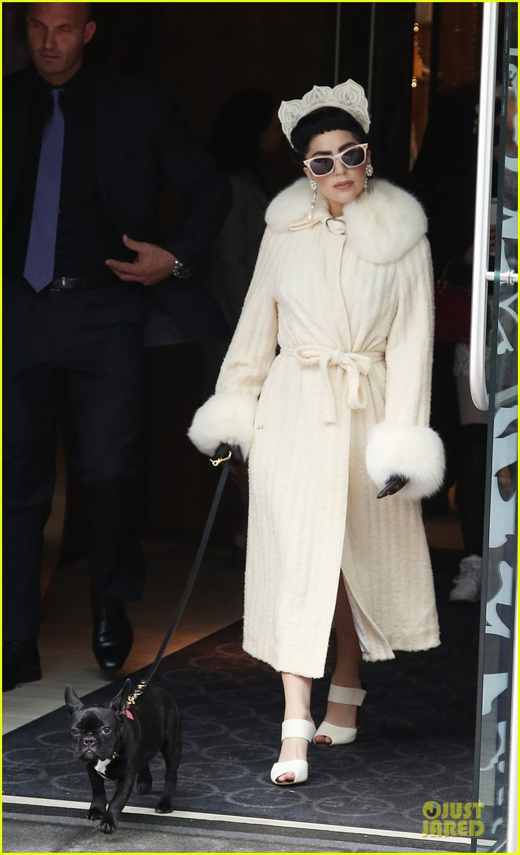 lady gaga looks like royalty in toronto 03