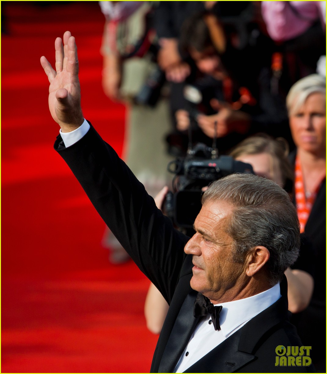mel gibson crystal globe karlovy vary international film festival 08