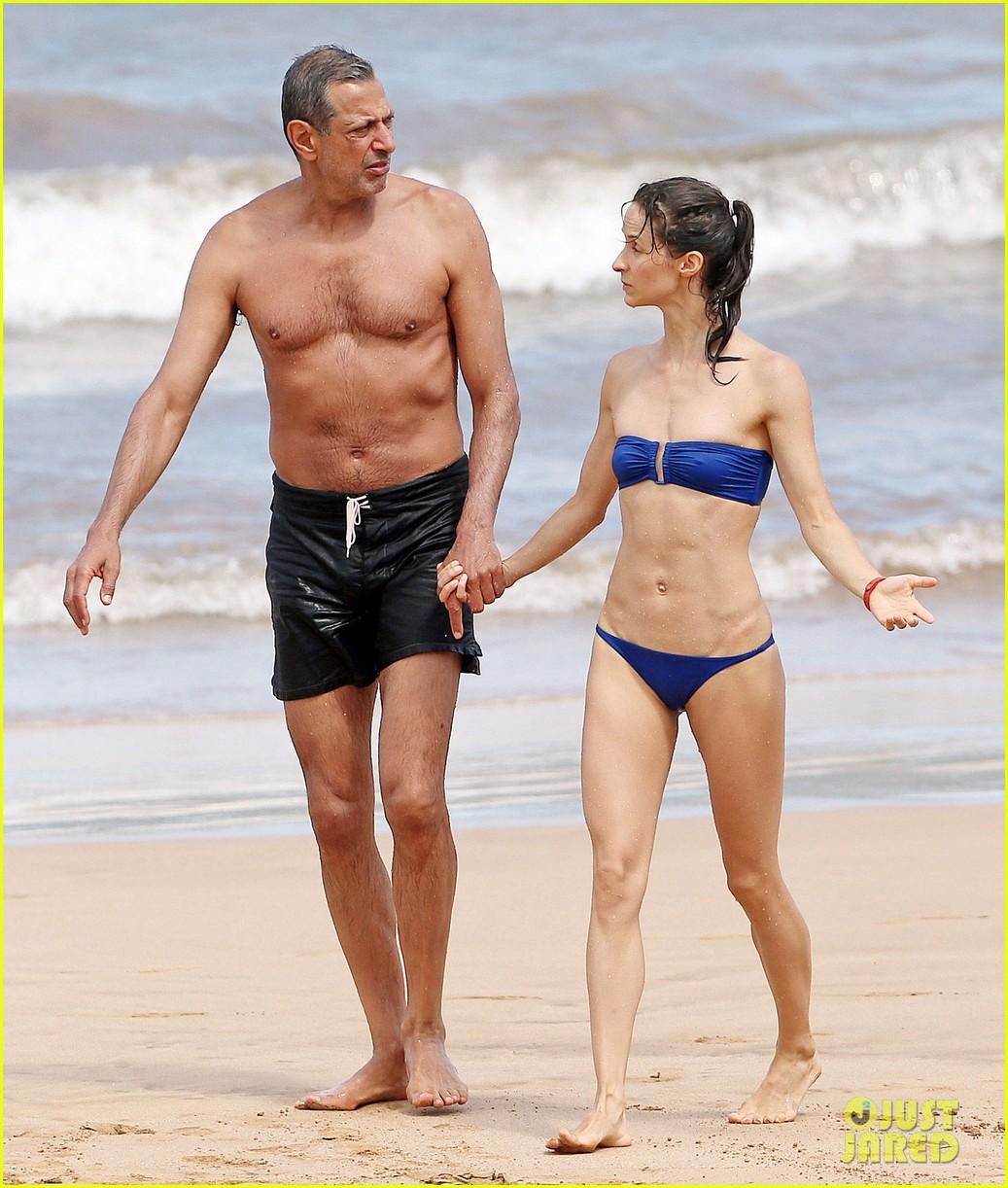 Jeff Goldblum & Fiancee Emilie Livingston Can't Keep Their Hands Off ...