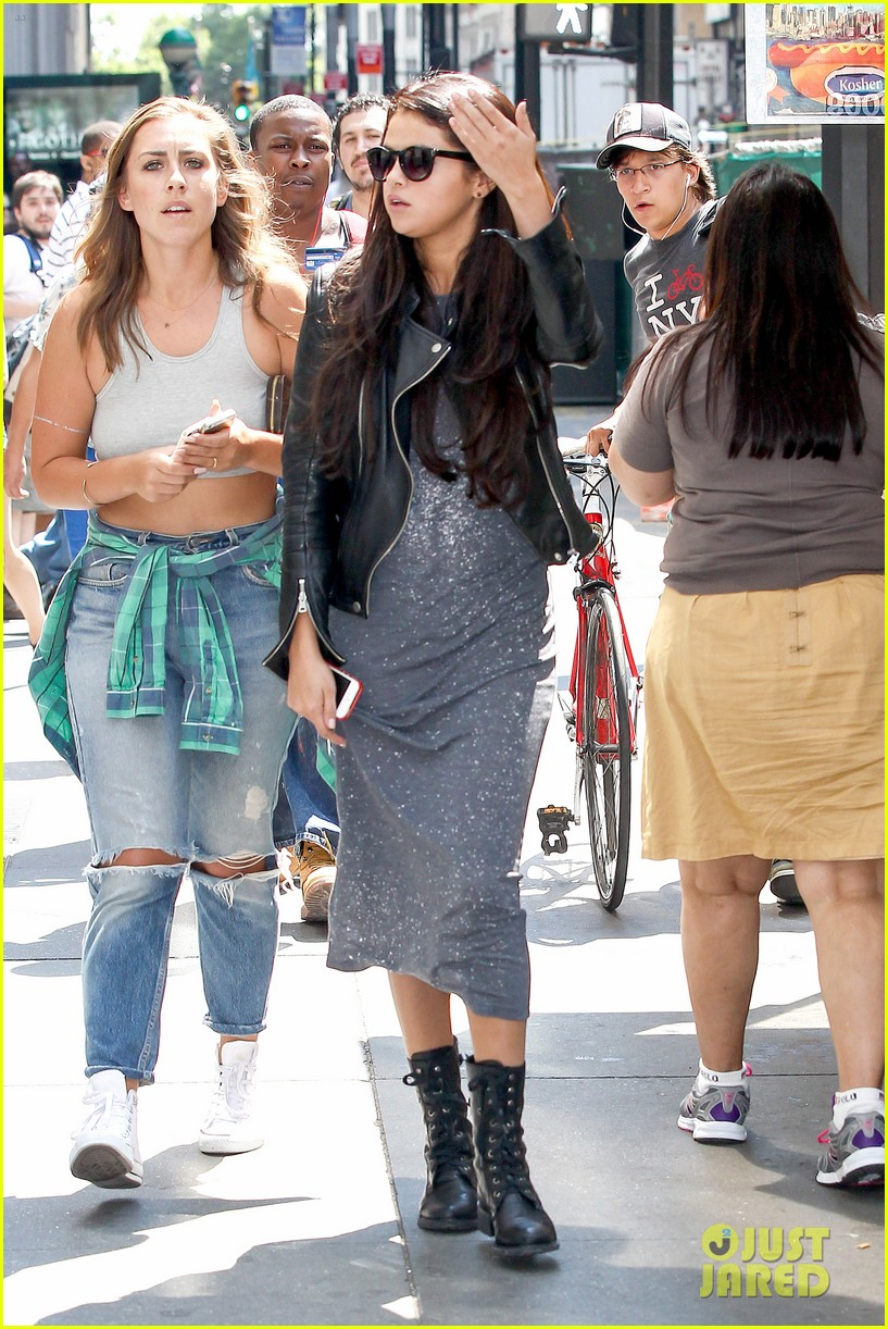 selena gomez chipolte lunch nyc 12