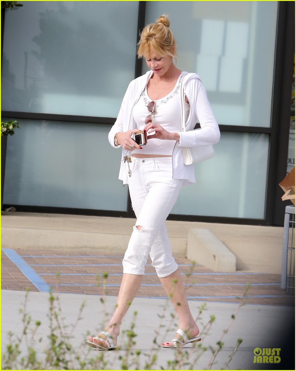 melanie griffith gets grocery help on fourth of july 033150826