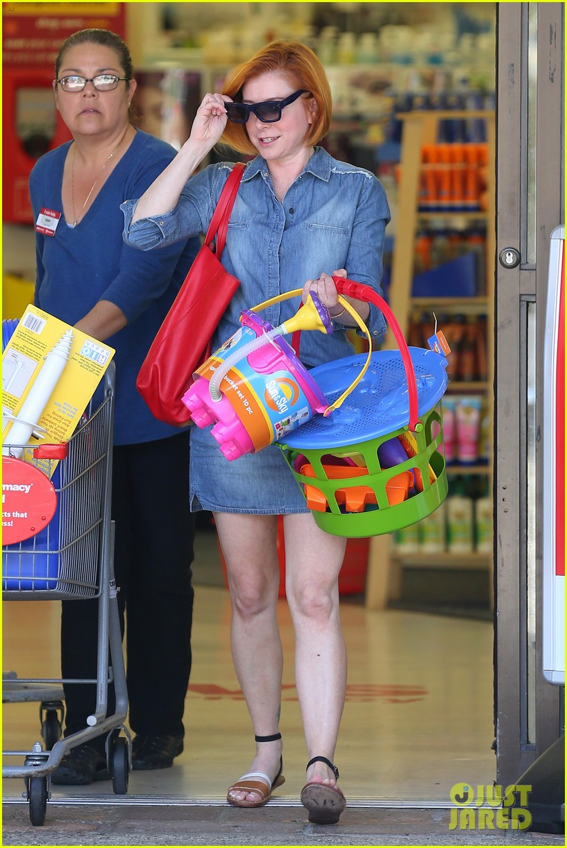 alyson hannigan debuts new bright red short hair 063149753