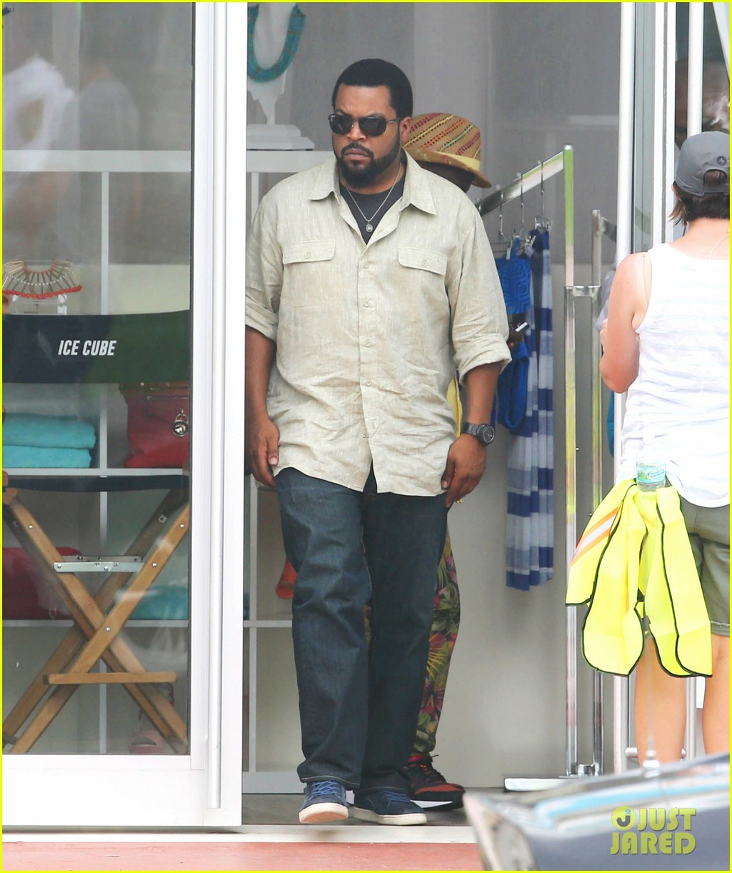 kevin hart begins filming ride along 2 with ice cube in miami 13