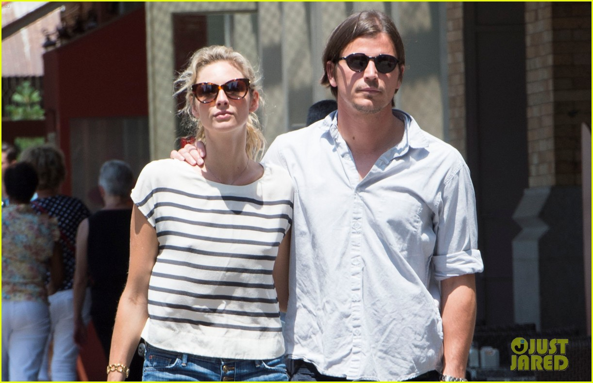 josh hartnett tamsin egerton wrap arms around each other on stroll 033148941