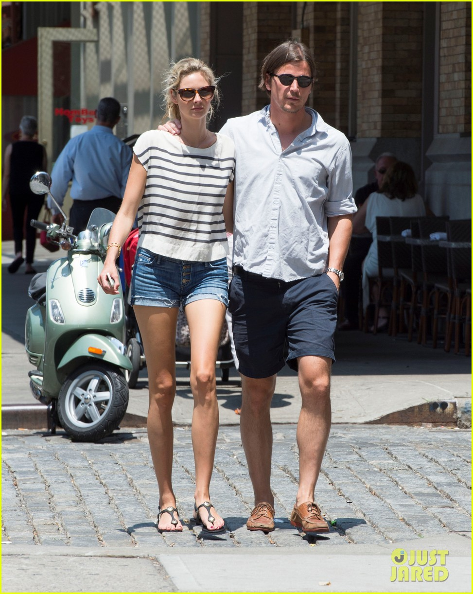 josh hartnett tamsin egerton wrap arms around each other on stroll 043148942