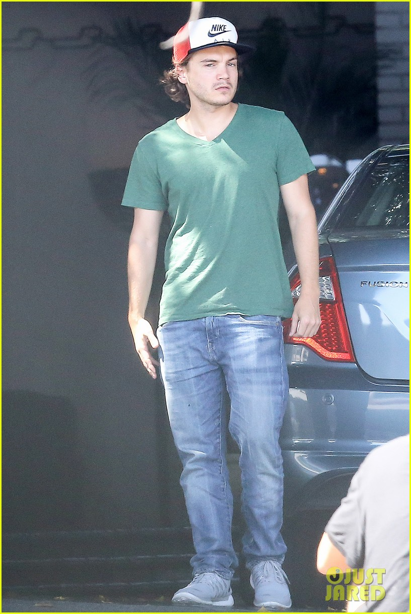 emile hirsch spends his day hanging out at chateau marmont 113147611