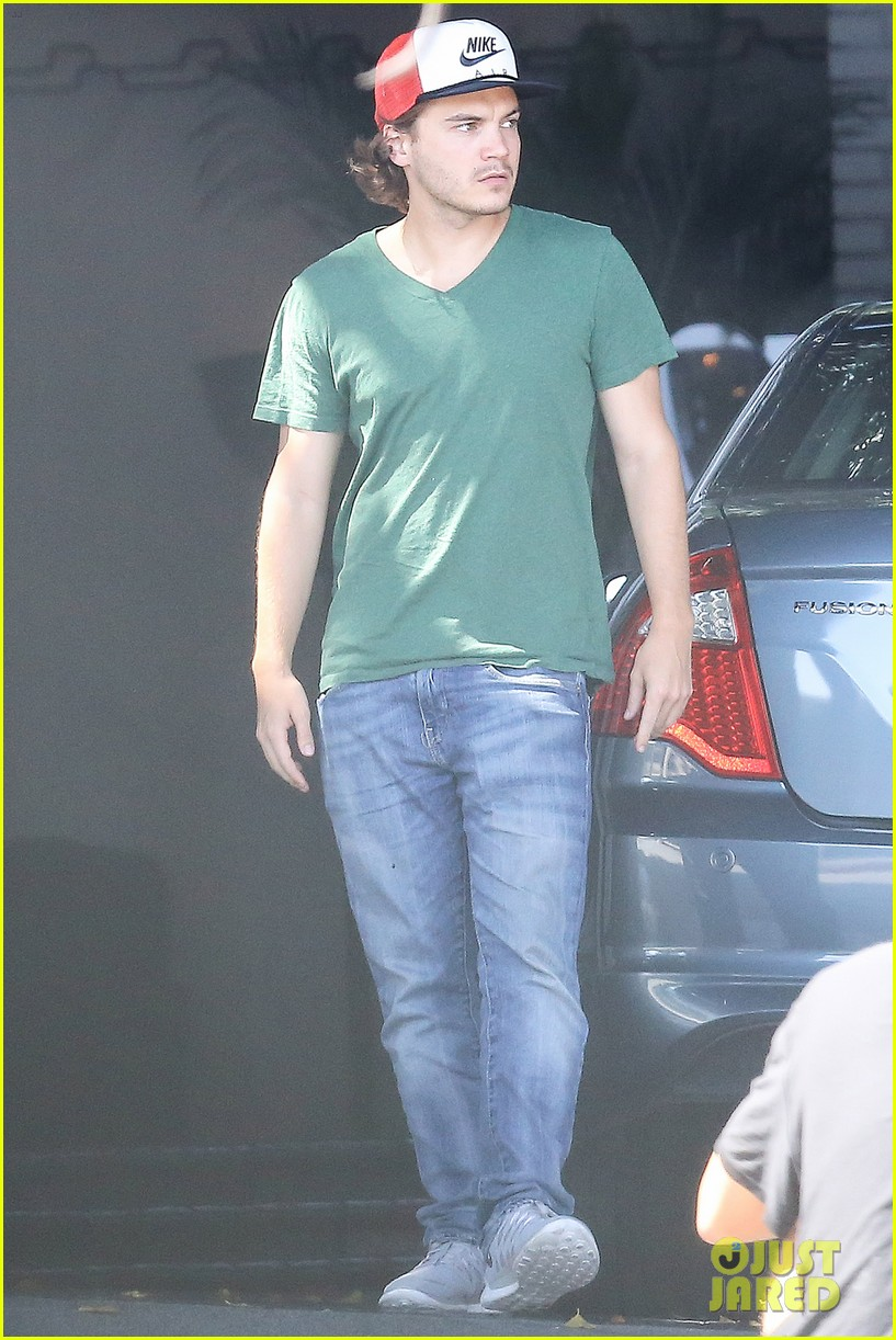 emile hirsch spends his day hanging out at chateau marmont 12