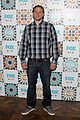 charlie hunnam is a total stud at foxs summer tca all star party 01