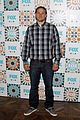 charlie hunnam is a total stud at foxs summer tca all star party 09