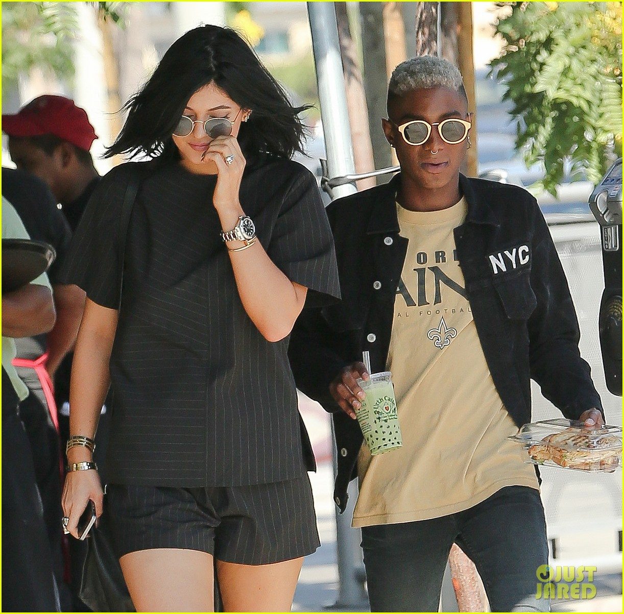 kylie jenner black lips urth cafe 13