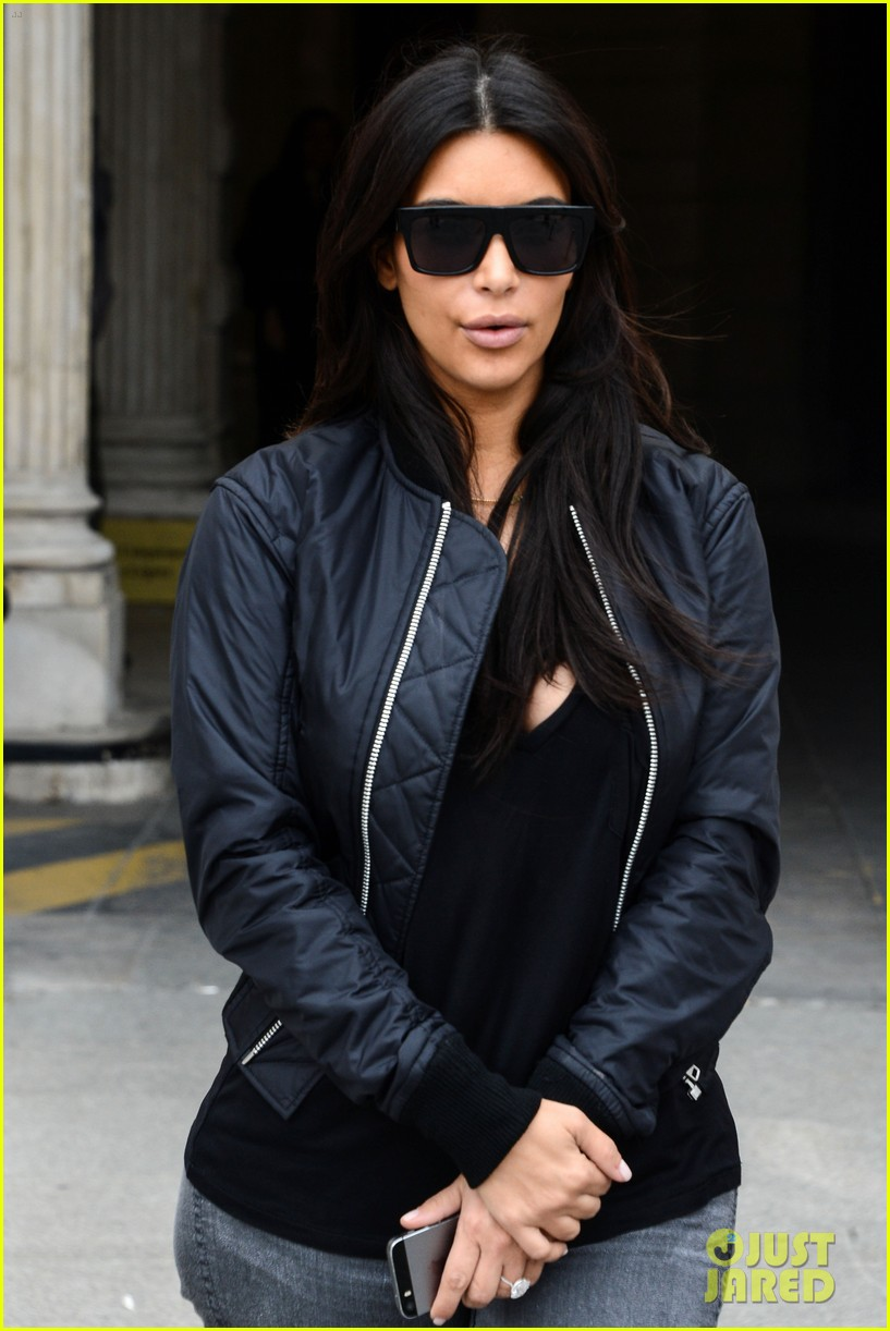 kim kardashian displays lots of cleavage for valentino fashion show 273152352