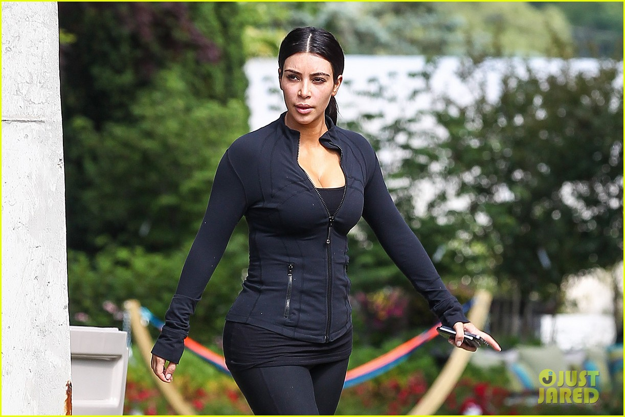 kim khloe kourtney kardashian get in a morning workout 08