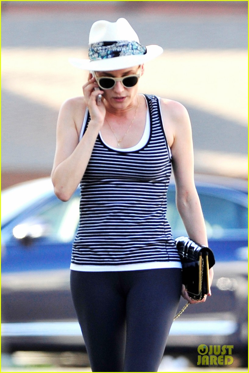 diane kruger keeps the suns rays out of her face with a cute hat 14