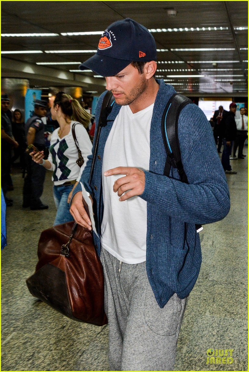 ashton kutcher gets ready for fifa world cup finals 073151235