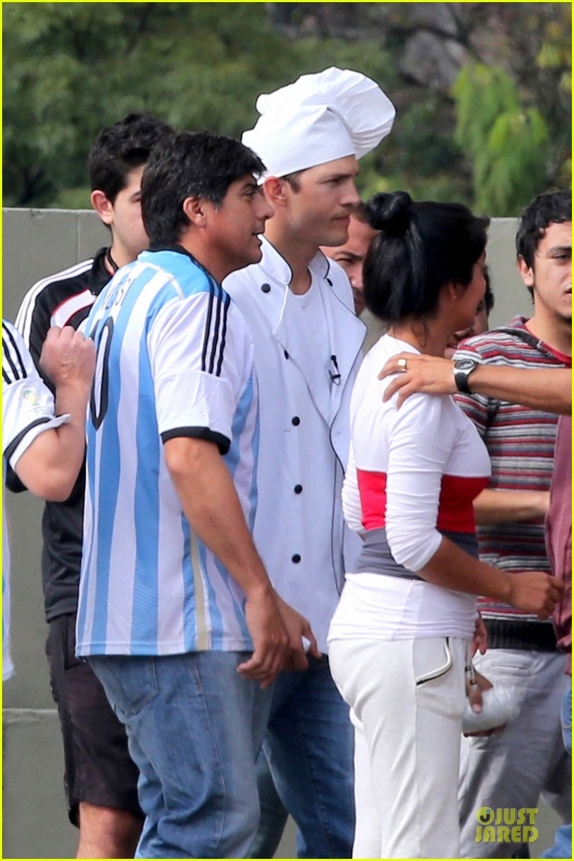 ashton kutcher handsome chef in brazil 12