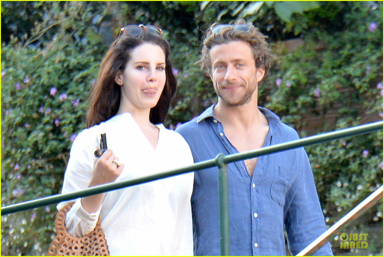 lana del rey steps out with new boyfriend francesco carrozzini 043148174