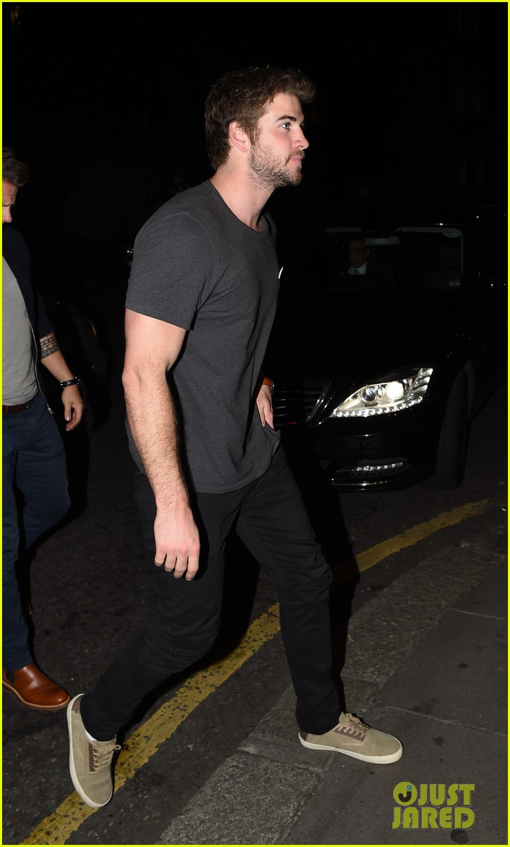 liam hemsworth by way of helena casting woody harrelson 03