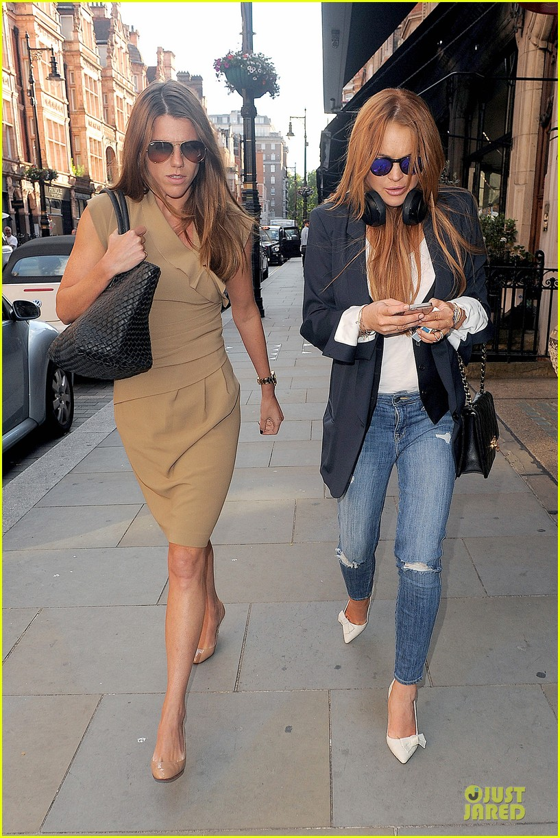 lindsay lohan comes back to london after week in nyc 03