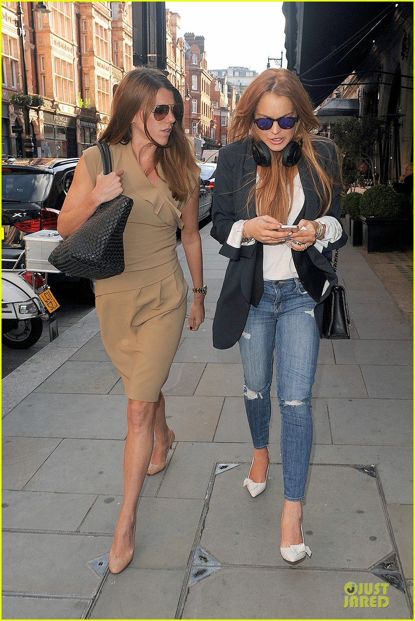 lindsay lohan comes back to london after week in nyc 11