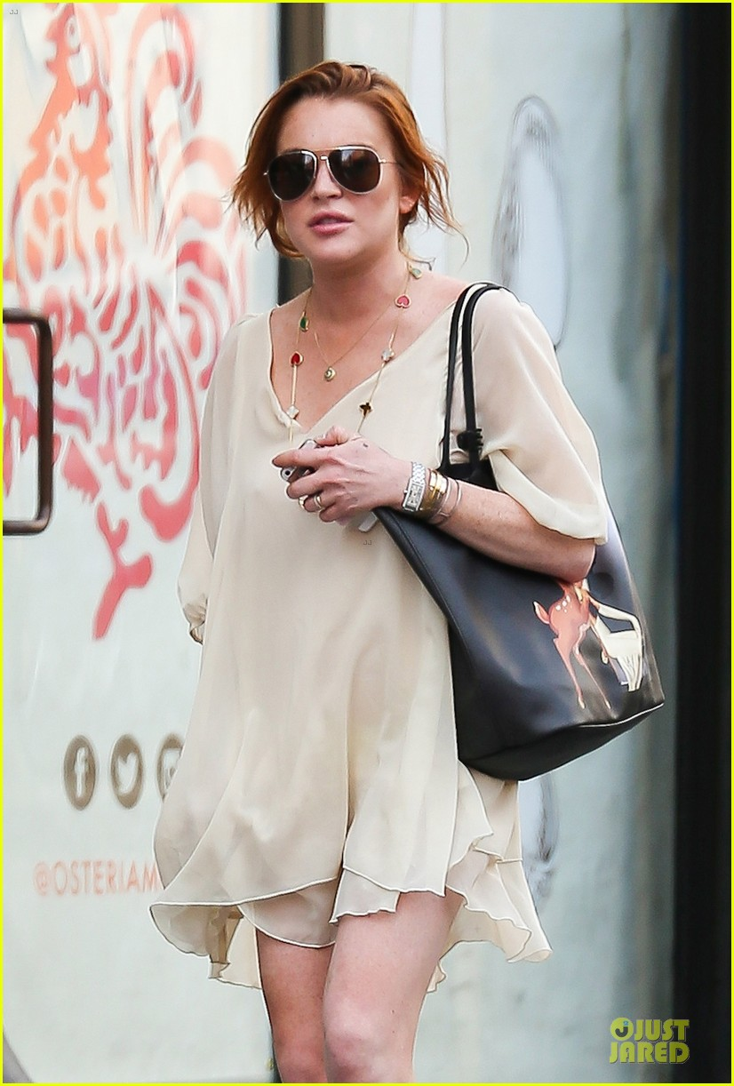 lindsay lohan turns awesome 28 on wednesday 023147876