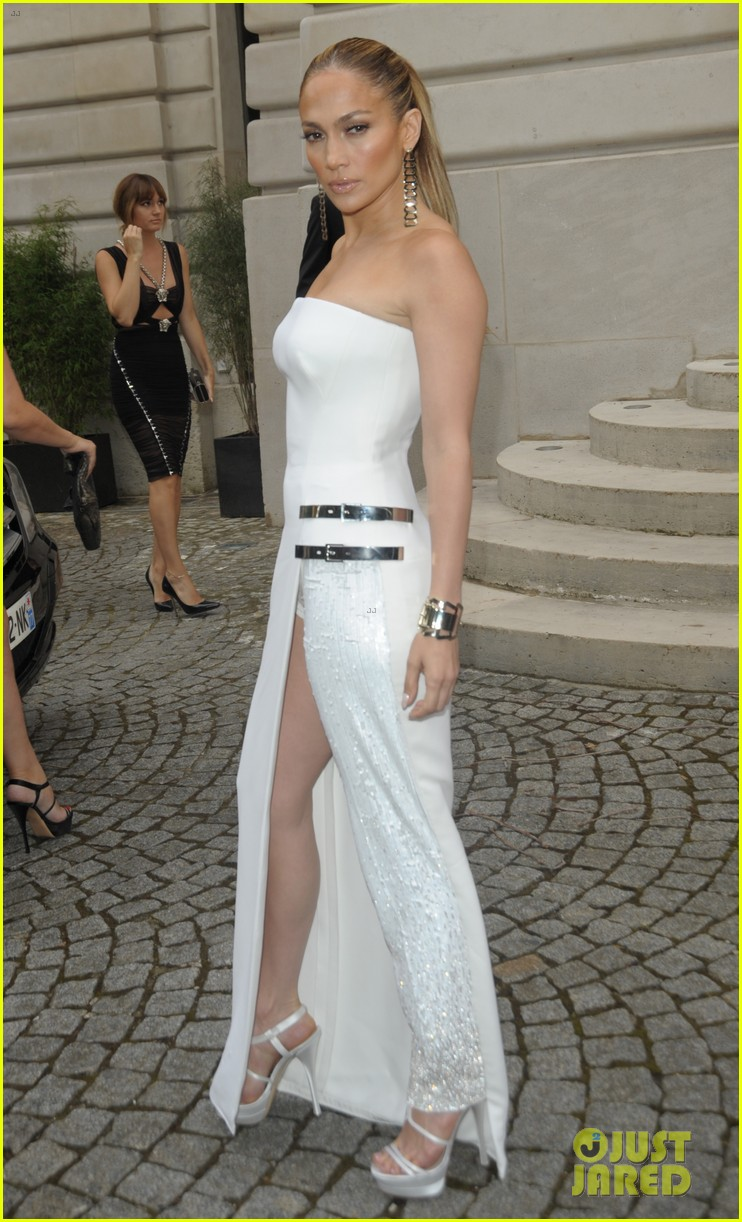 jennifer lopez versace fashion show paris 07