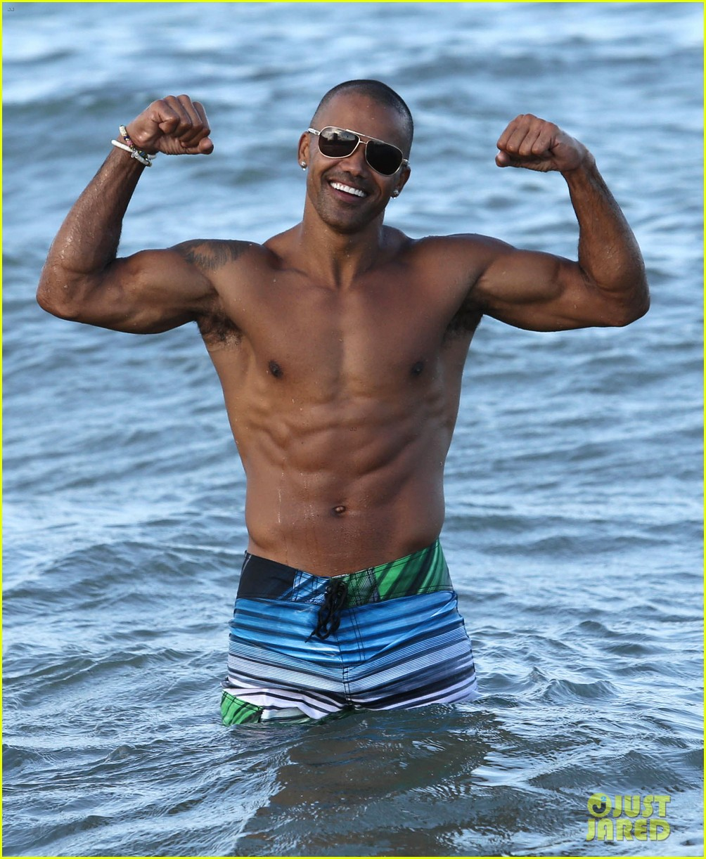 shemar moore shirtless flexes muscles beach 103149863