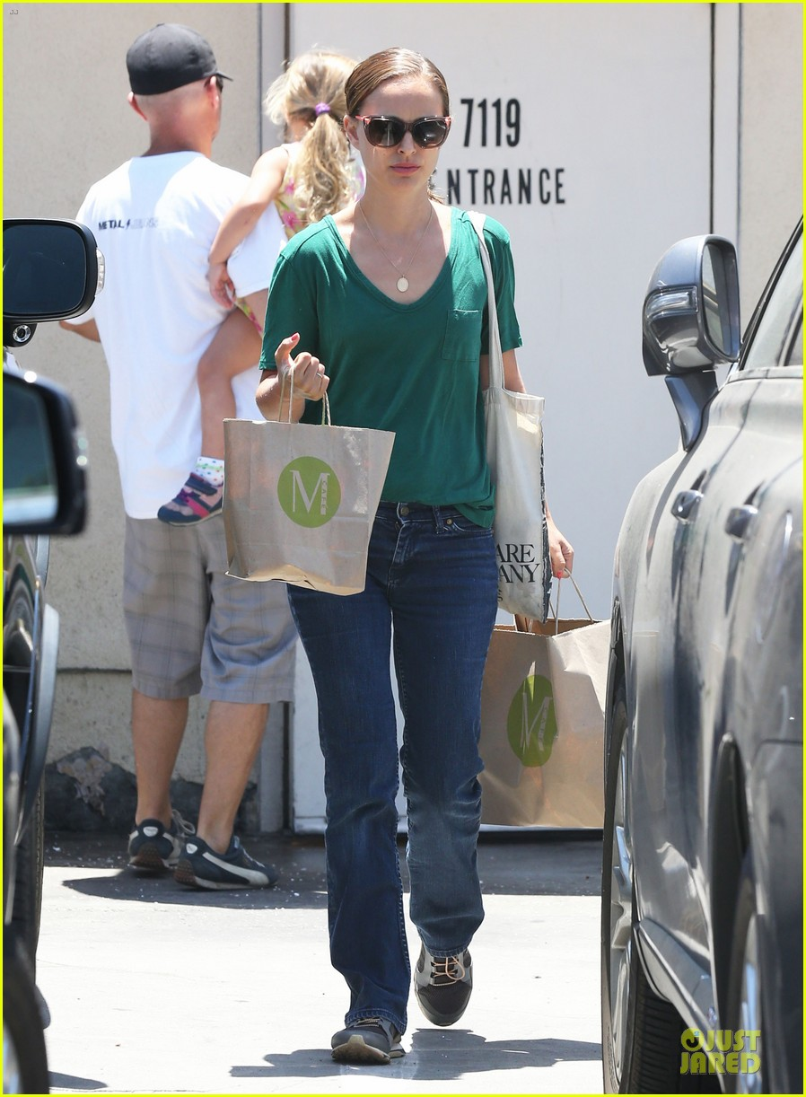 natalie portman goes green healthy at m cafe 013151168