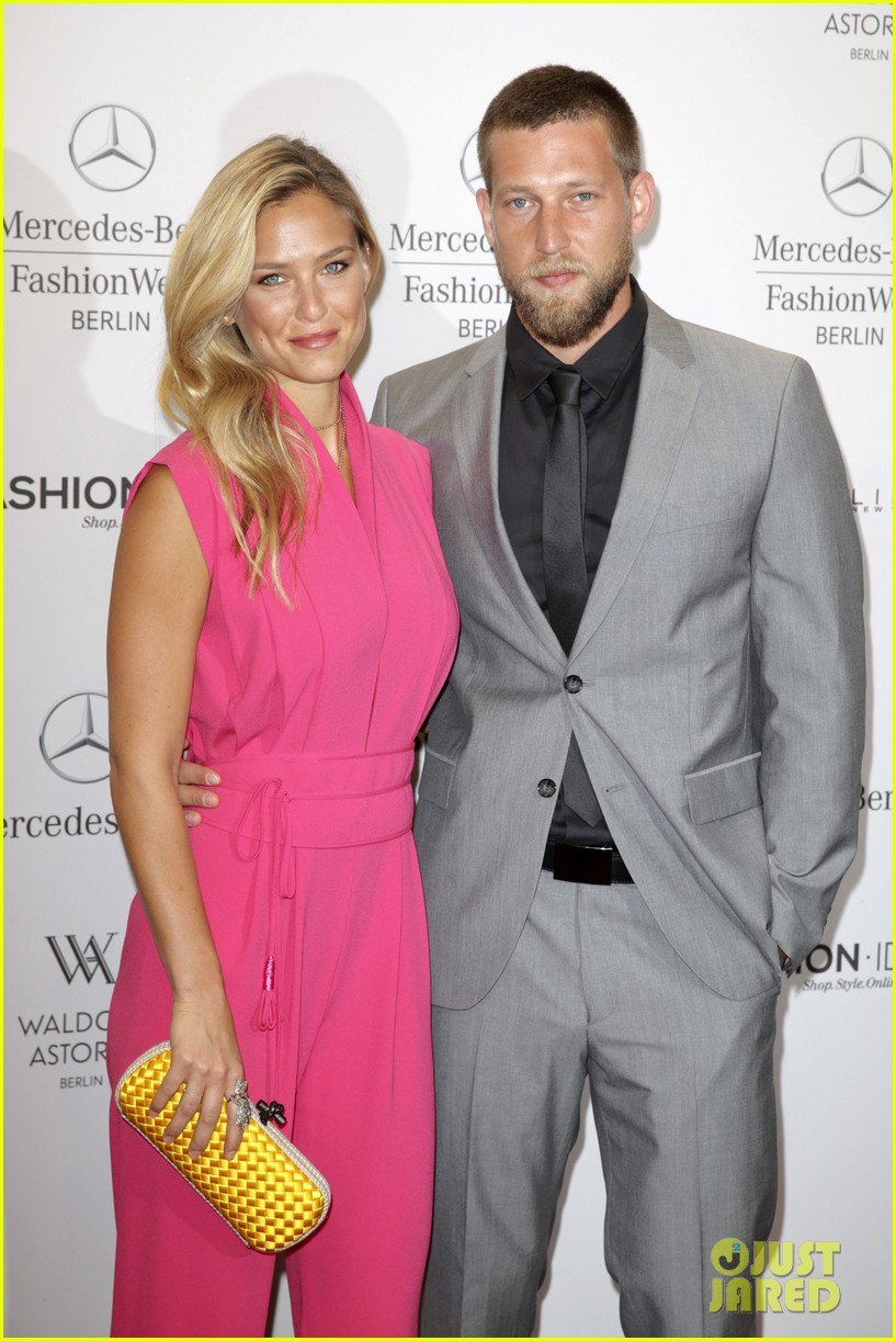 bar refaeli brings brother dor to laurel fashion show 02