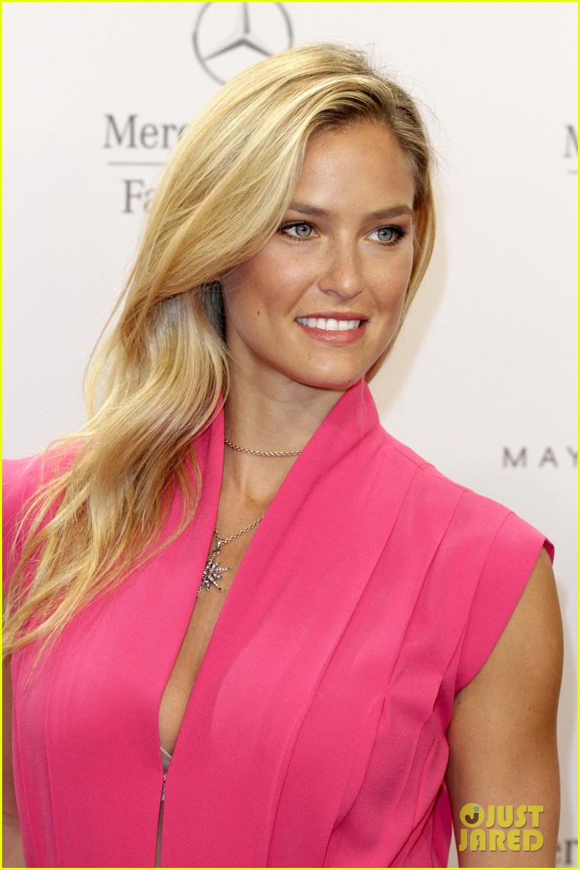 bar refaeli brings brother dor to laurel fashion show 073153159