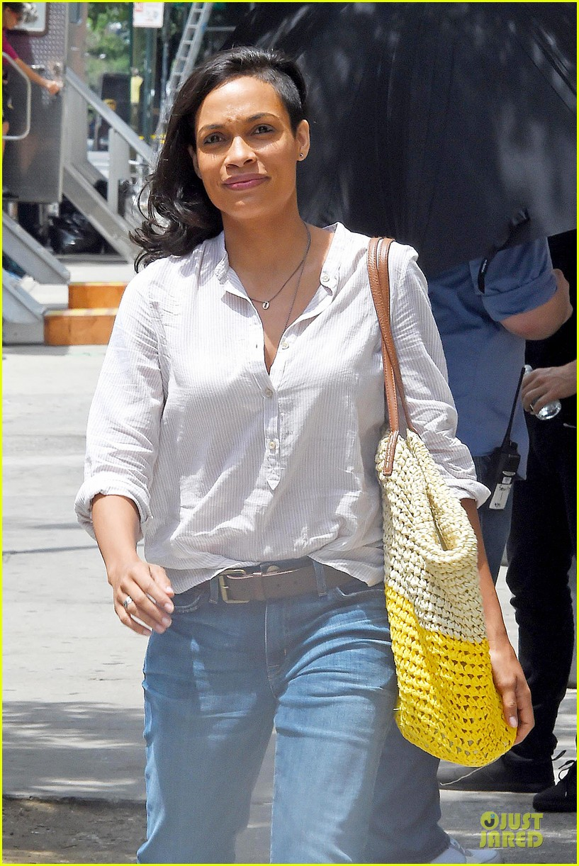 rosario dawson happy to be finally famous 06