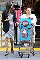 zoe saldana fills up on groceries 06