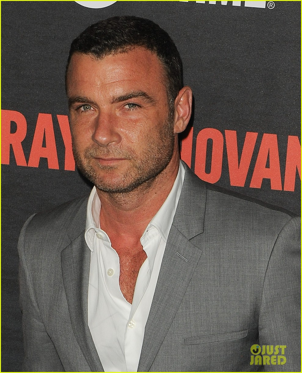 liev schreiber suits up for ray donovan season 2 premiere 183152885