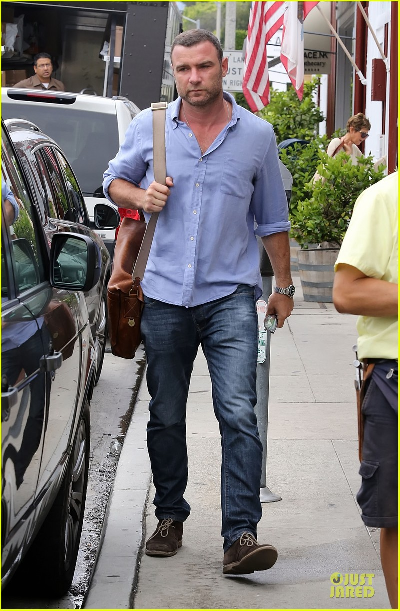 liev schreiber always looks suave for ray donovan 02