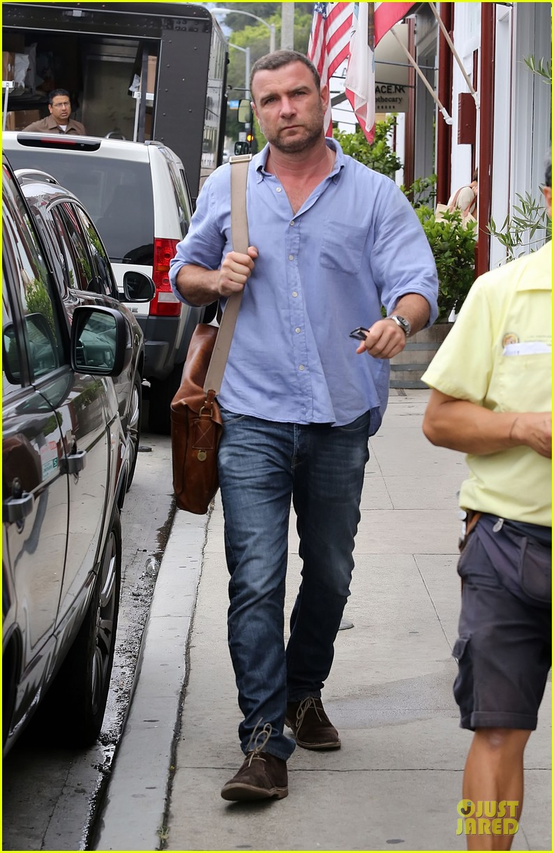 liev schreiber always looks suave for ray donovan 17