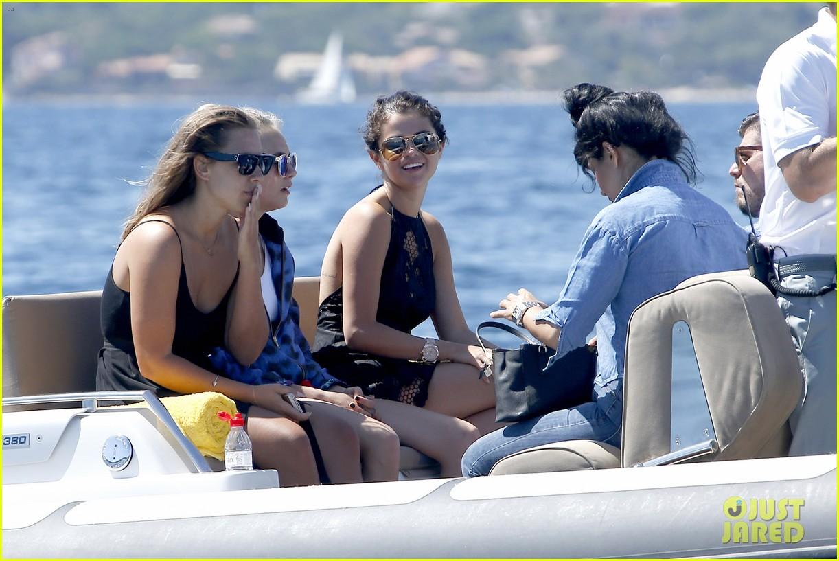 selena gomez cara delevingne boat ride tommaso chiabra 02