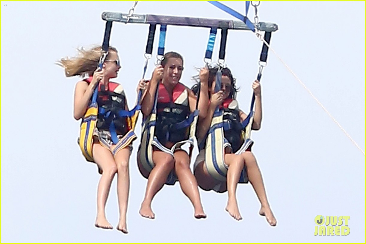selena gomez jetskis parasailing 22nd bday 053161714