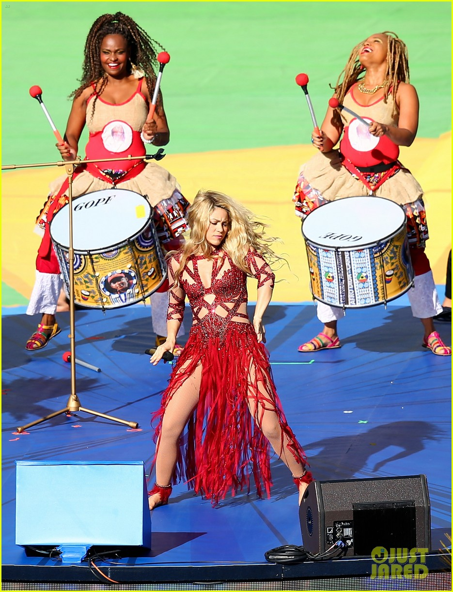shakira brings cutie son milan on stage after world cup closing ceremony performance 093155150