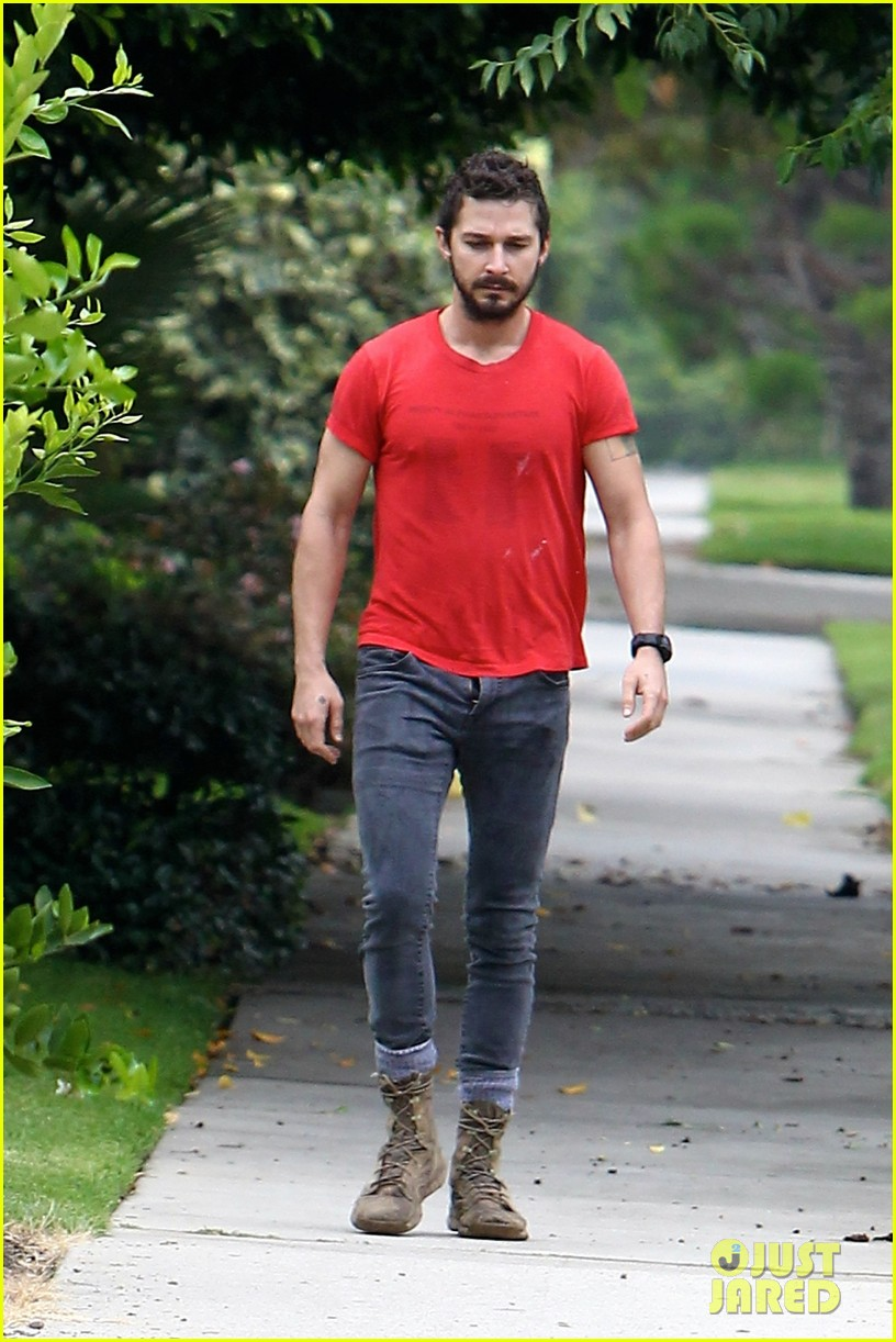 shia labeouf forgets to zip his fly 06