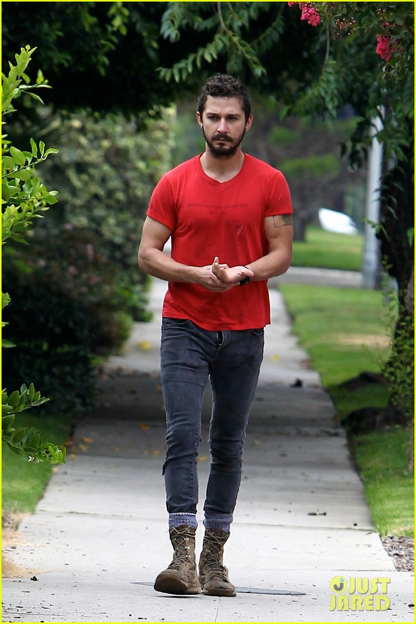 shia labeouf forgets to zip his fly 14