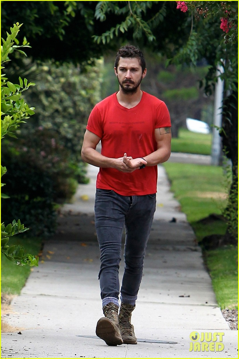 shia labeouf forgets to zip his fly 15